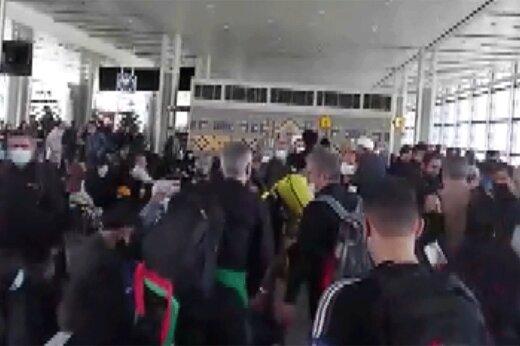 ببینید   ازدحام شدید زائرین در فرودگاه امام خمینی (ره)