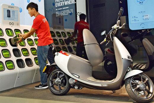 ببینید | ابتکار جالب تایوانیها؛ ایستگاه تعویض باتری موتورهای برقی