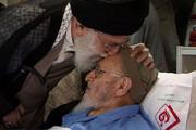 عکس | عیادت رهبر معظم انقلاب از علامه حسن زاده آملی در سال ۹۱