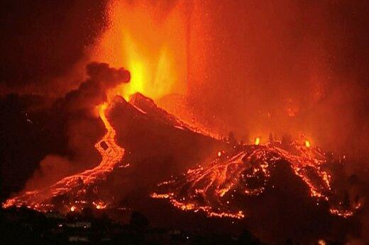 ببینید | روان شدن گدازههای کوه آتشفشان جزیره اسپانیایی لاپالما
