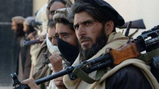 عکس | قرار عاشقانه یک جنگجوی طالبان در کافه سیار در کابل!