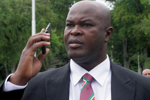 ببینید | پشتپرده حضور سیاستمدار 60 ساله در تیم فوتبال؛ متهم سرقت از بانک و قاچاق مواد مخدر!