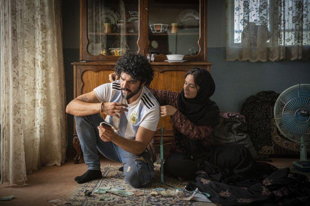 چهره دیدنی سینا مهراد کنار گلاره عباسی در «شادروان»