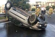 ببینید | واژگونی تلخ خودروی ۲۰۶ در بزرگراه شهید حقانی
