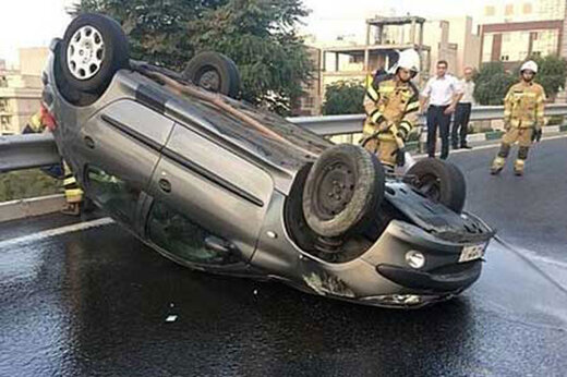 ببینید   واژگونی تلخ خودروی ۲۰۶ در بزرگراه شهید حقانی