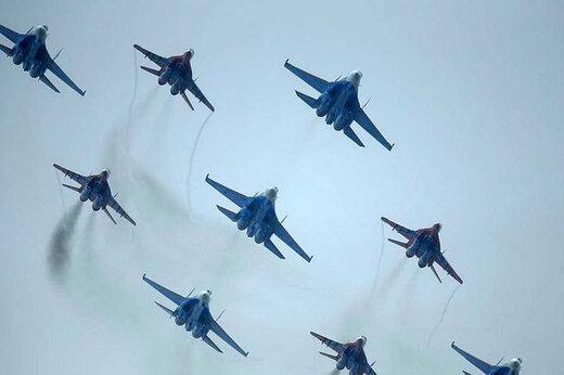 ببینید | تصاویری دیدنی از حرکات آکروباتیک هواپیماهای جنگی در آسمان چین
