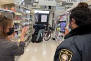 ببینید | دزدی عجیب از فروشگاهی در کالیفرنیا