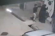 ببینید | سرقت و زورگیری وحشیانه دو سارق از یک زن در بروجرد