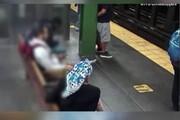 ببینید | حمله عجیب و ناگهانی به یک زن در مترو نیویورک