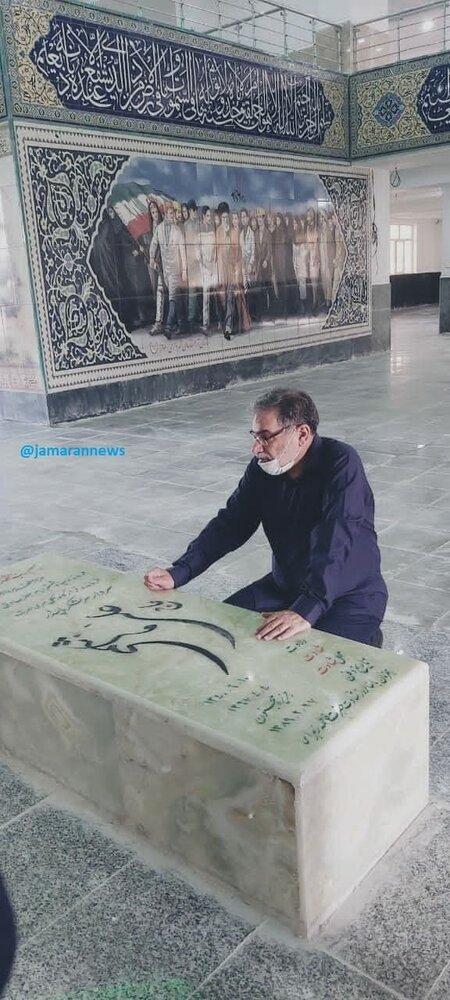 عکسی متفاوت از علی شمخانی بر مزار سرلشکر هاشمی