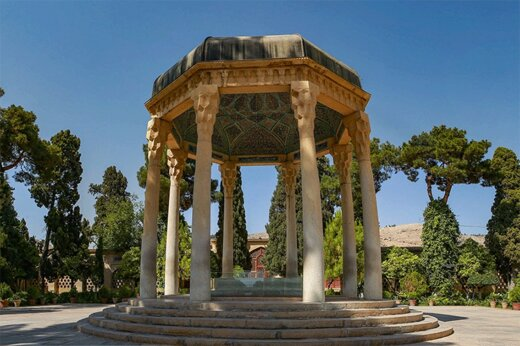 ببینید   نگاهی به غزلهای «حافظ» و تاثیرش در شعر فارسی