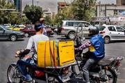 ببینید | روایتی تامل برانگیز از زندگی پیکهای موتوری باربر در بازار تهران