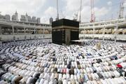 ببینید | اولین نماز در خانه خدا بدون فاصله اجتماعی