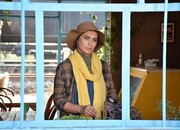 مهتاب نویدی، در صحنهای از فیلم «لاله کبود»/ عکس