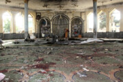 ببینید | قاب ناراحت کننده از شستن فرشهای خونی مسجد شیعیان قندهار