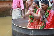ببینید | ازدواج یک زوج هندی وسط سیل ویرانگر