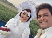 یکتا ناصر در لباس عروس، پشت نیسان آبی/ عکس