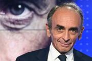 ببینید | سیاستمدار معروف فرانسوی روی خبرنگاران اسلحه کشید
