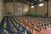 ۴۰۰ بسته مواد غذایی به خانواده های نیازمند مسجدسلیمانی اهداء شد