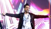 ببینید | گاف جنجالی خواننده مشهور روی آنتن زنده؛ لحظات سخت فرزاد فرخ