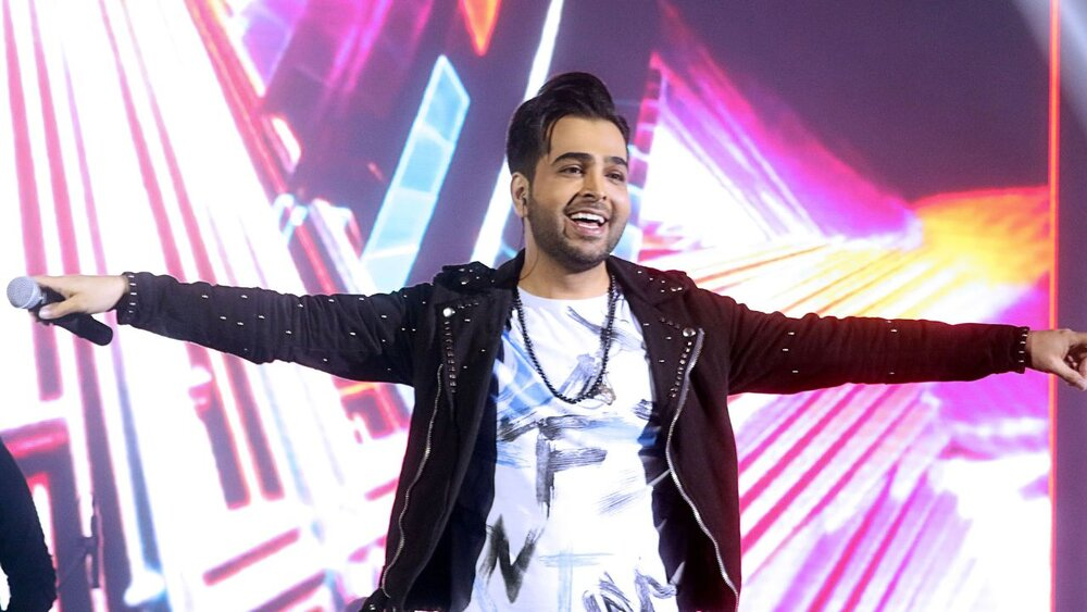 ببینید   گاف جنجالی خواننده مشهور روی آنتن زنده؛ لحظات سخت فرزاد فرخ