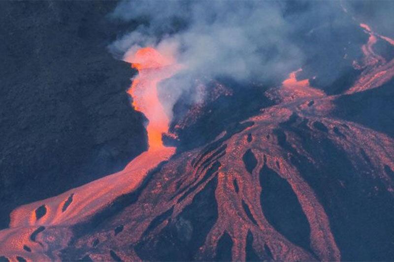 فوران سنگ پا از آتشفشانی در ژاپن!